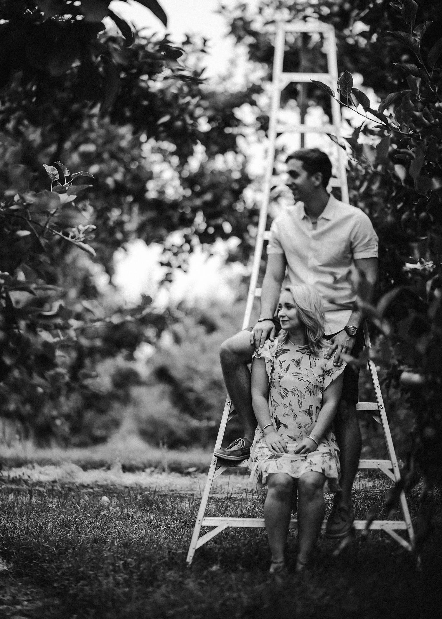 kelowna orchard engagement photo