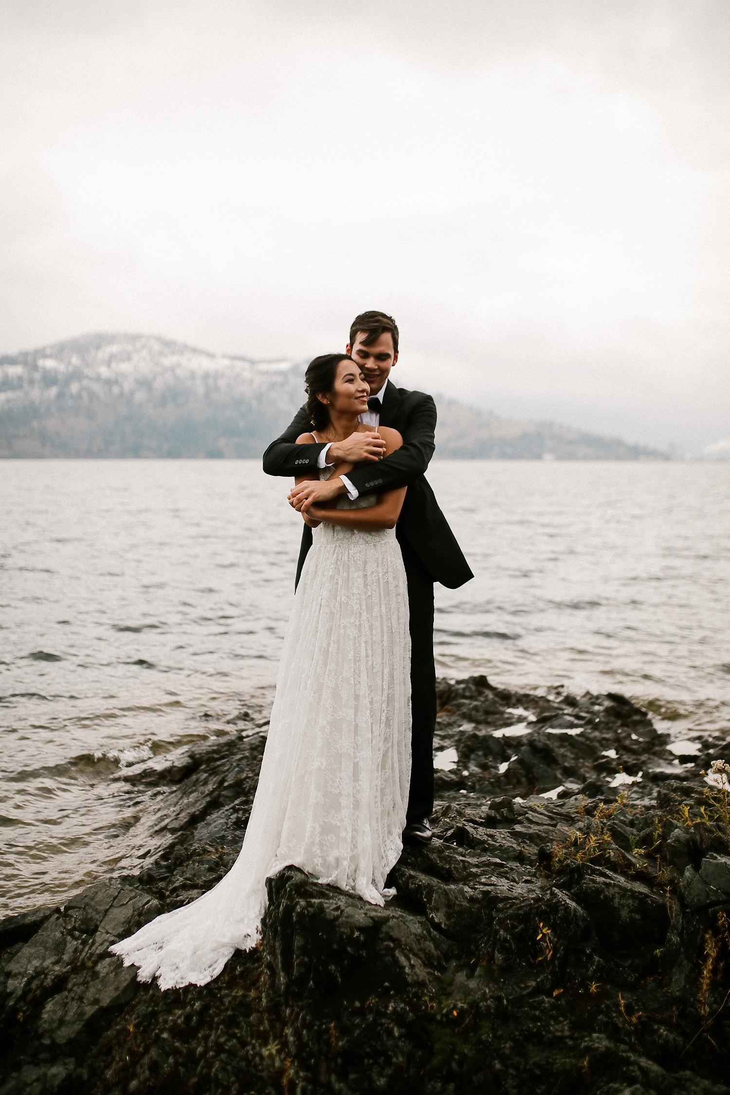 Chilly Fall Elopement by Lake Okanagan in Kelowna